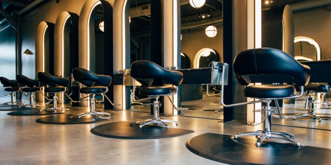 best-hair-salon-near-dl-lowry-west-86th-street-and-deweese-hair-design-in-indianapolis-g-michael-salon